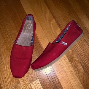 Women's Red Toms canvas shoe - Size 9